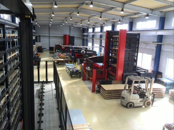 2.自動化の進んだ工場内部