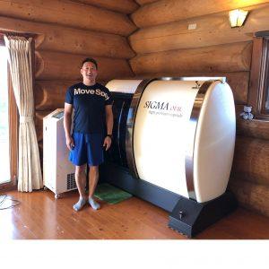酸素カプセルSIGMA-OVALと坂田院長先生